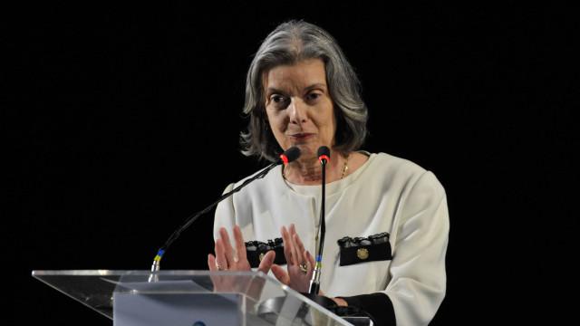 Cármen Lúcia diz que não se pode demonizar a política