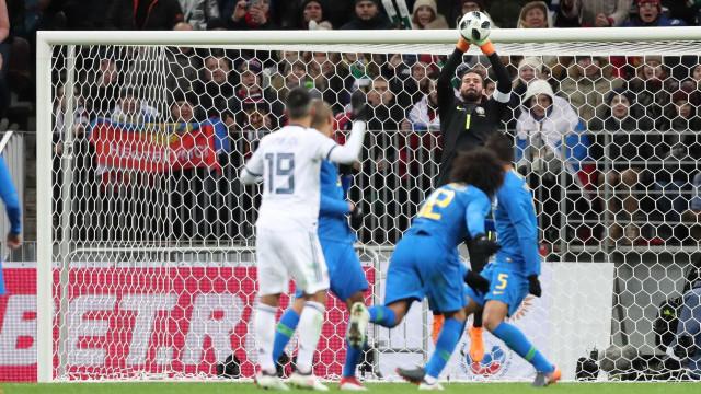 Alisson exalta trabalho de equipe após vitória sobre a Rússia
