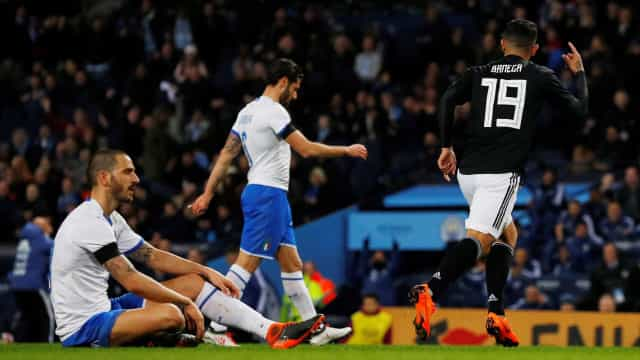 Sem Messi, Argentina bate a Itália por 2 a 0
