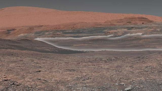 Robô Curiosity completa 2 mil dias caminhando na superfície de Marte