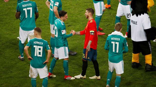 Özil e Müller não viajam e desfalcam a Alemanha diante do Brasil