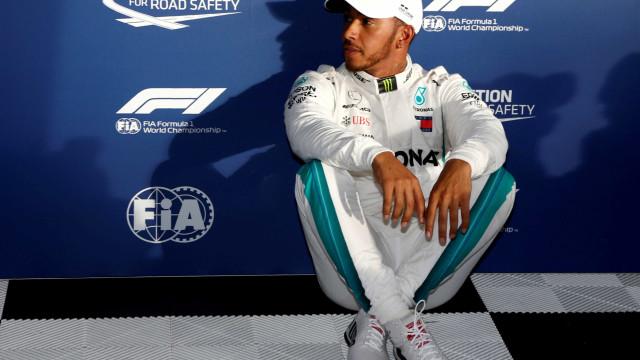 Hamilton é pole com volta mais rápida da história no GP da Austrália
