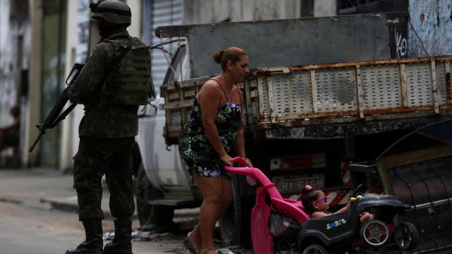 Apreensão de armas pesadas no Rio tem queda sob intervenção federal