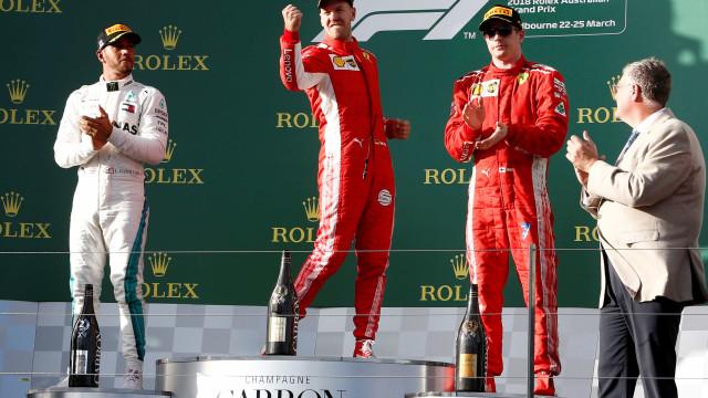Vettel surpreende e supera Hamilton no GP da Austrália