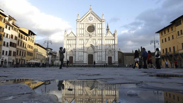 Cem doadores financiam restauração da tumba de Michelangelo