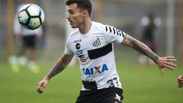 Flamengo ainda não desistiu de contratar lateral-direito Zeca