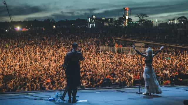 Com ares místicos, cantora norueguesa Aurora mostra seu pop melódico