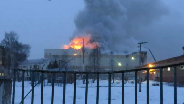 Número de mortos em incêndio na Rússia sobe para 64