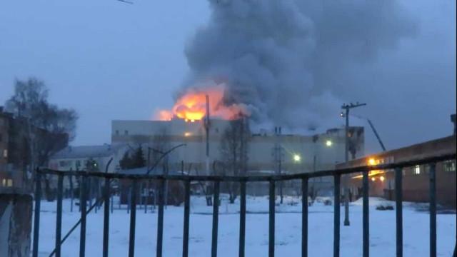 Imagens mostram incêndio que deixou 53 mortos na Rússia