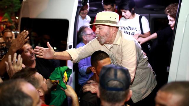 Segurança de Lula agride repórter em passagem de caravana pelo Sul
