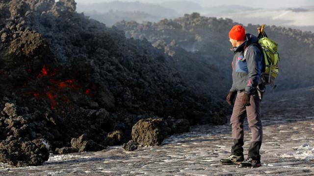 Vulcão Etna 'desliza' ao mar e cria risco de tsunamis