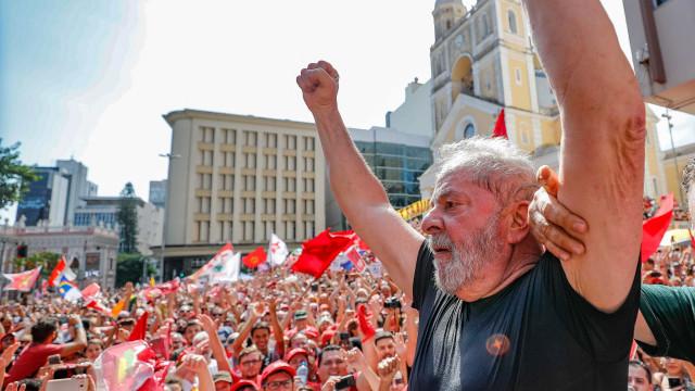 """""""Não sou homem de correr da briga"""", diz Lula após ataque à caravana"""