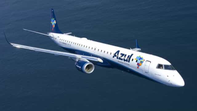 Companhia aérea Azul oferece 200 vagas para comissários; saiba mais