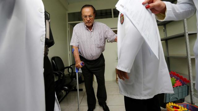 Maluf deixa hospital e voa de jatinho fretado para casa em SP