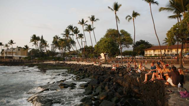 Tubarão ataca banhista em praia do Havaí