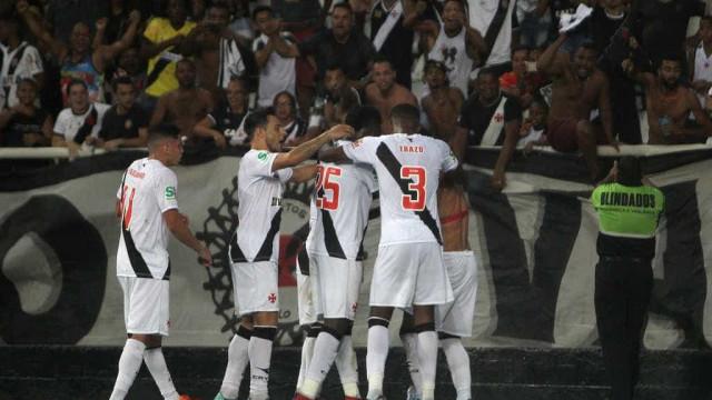 Vasco vence Botafogo por 3x2 com gol na prorrogação