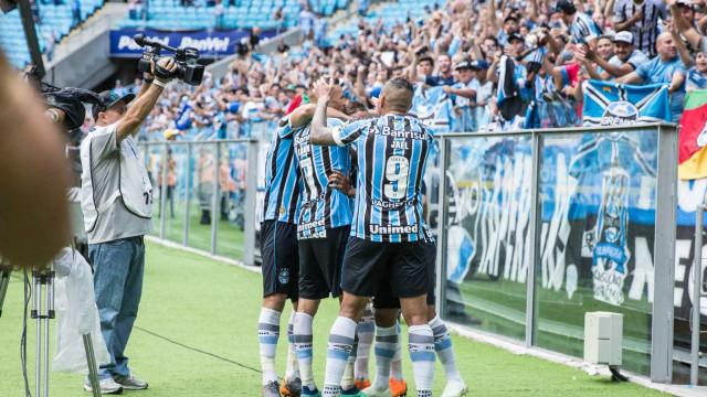 Grêmio goleia Brasil de Pelotas e fica com duas mãos na taça do Gaúcho
