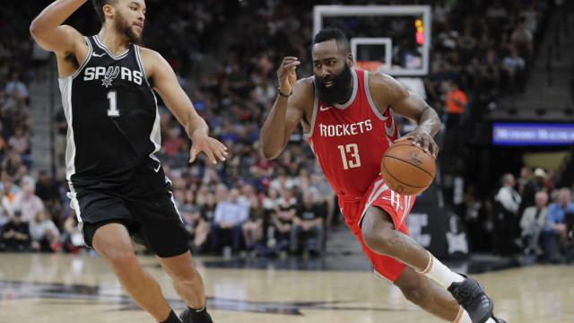 Spurs vence e encerra sequência invicta do Rockets na NBA