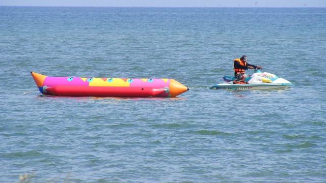 Banhista detalha acidente de 'banana boat' que arrancou braço de jovem