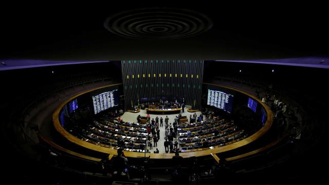Comissão da Câmara aprova fim do foro privilegiado
