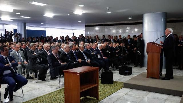 Posse de ministros lota Planalto; secretário-executivo é barrado