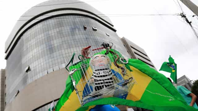 Atos a favor e contra Lula acontecem em mais de 100 cidades