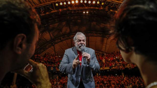 Preso há um mês, Lula diz em recado que é 'candidatíssimo'