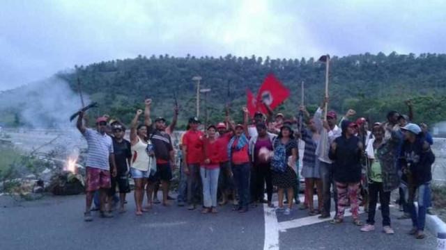 MST bloqueia estradas em protesto contra prisão de Lula; fotos
