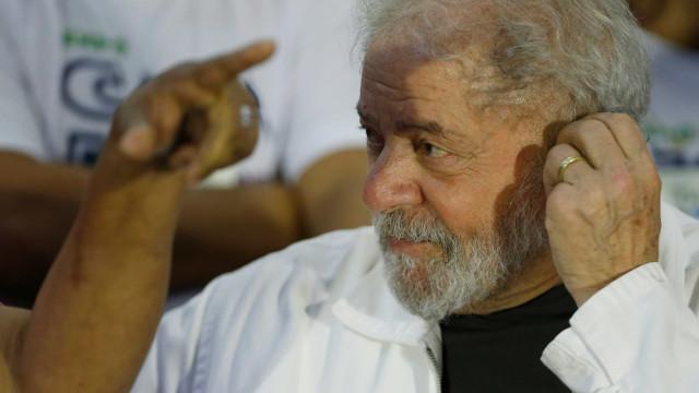 Pedido de prisão domiciliar de Lula gera crise na defesa do petista