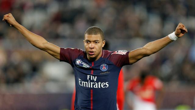 Mbappé dá 'chapéu' sensacional pela Taça da França