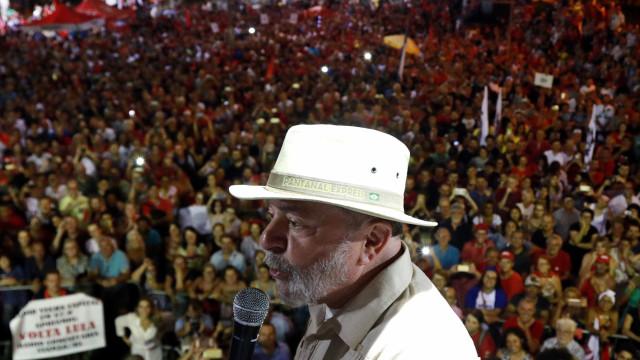 Se Lula estiver em casa, não pode ser preso após as 18h; entenda