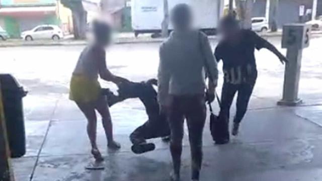 Mãe e duas amigas agridem suspeito de assédio a adolescente