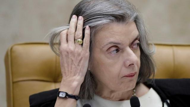Cármen: TSE não pode tomar iniciativa de impedir candidatura de Lula