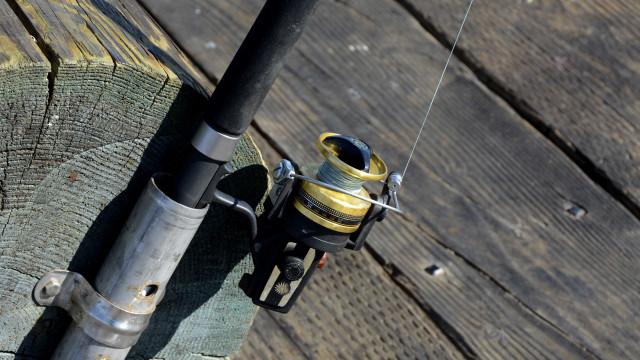 Pescador leva tiro de arpão no peito durante assalto; imagem é forte
