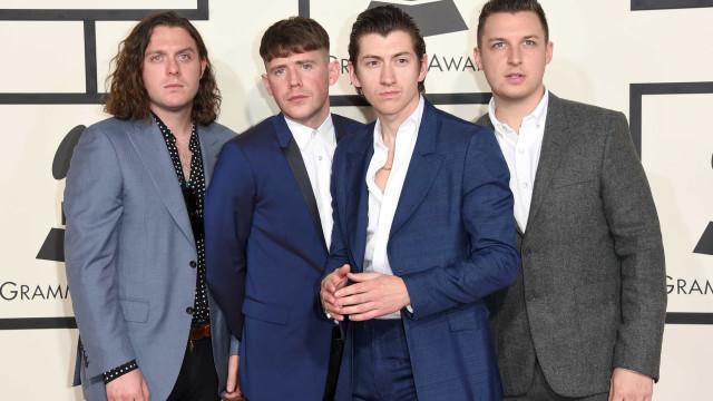 Artic Monkeys anuncia novo álbum após hiato de 5 anos