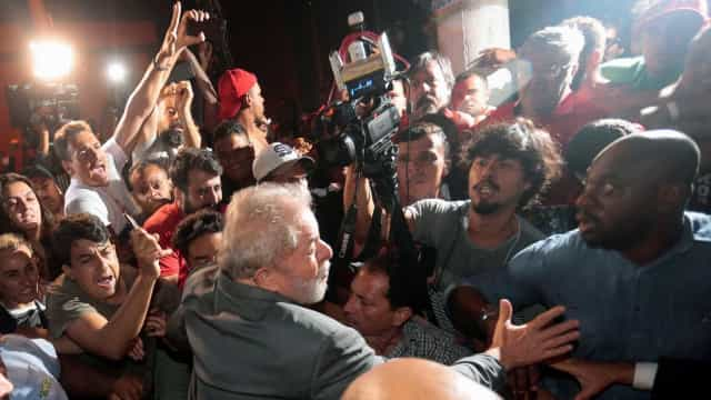 PT encomenda pesquisa para analisar imagem de Lula após prisão