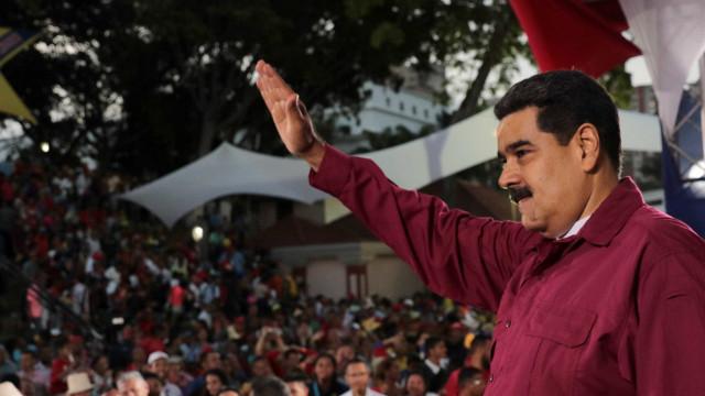 Candidatos opositores acusam Maduro de coagir eleitores