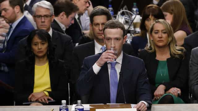 Em depoimento de Zuckerberg, senadores questionam modelo do Facebook