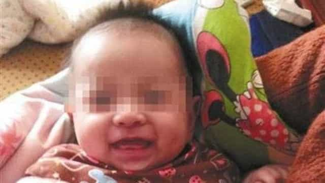 Menino nasce quatro anos após morte dos pais na China