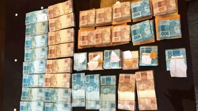 Vereador é preso com R$ 155 mil escondidos na banheira de casa