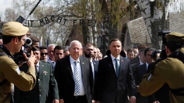 Presidentes de Israel e Polônia lembram vítimas do Holocausto