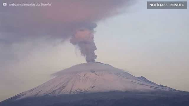 Vulcão entra em erupção no México