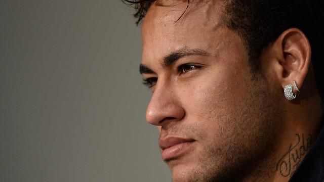Consigo me tornar 'normal' perto deles, diz Neymar sobre 'parças'