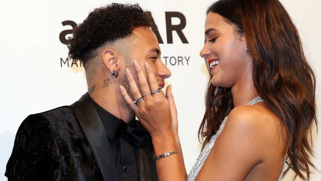 'Aprendi a sorrir em meio às dificuldades', diz Neymar