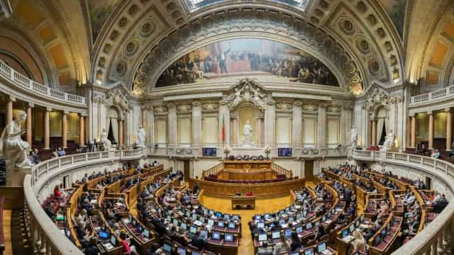 Portugal aprova mudança de gênero para jovens a partir dos 16 anos