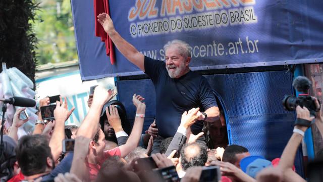 Da prisão, Lula envia carta a militantes que estão no acampamento
