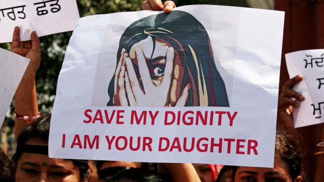 Menina de sete anos é estuprada e morta durante casamento na Índia