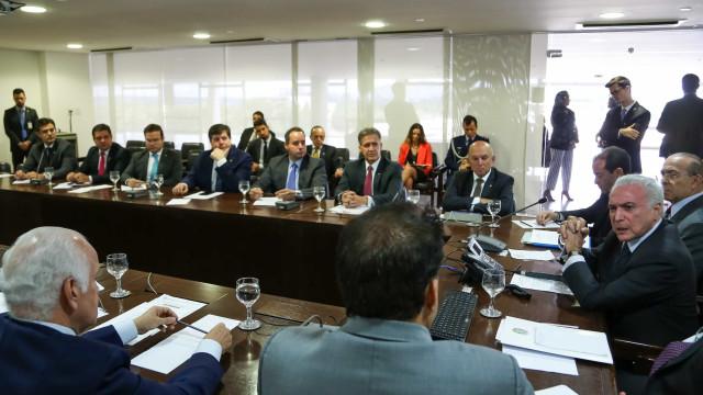Temer reúne base para 'destravar' negociações sobre Eletrobras