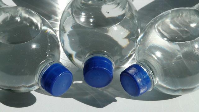 Cientistas britânicos criam enzima comedora de plástico