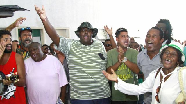 Em velório de Dona Ivone Lara no Rio, roda de samba emociona